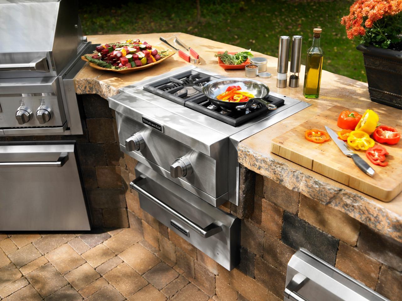 Летняя кухня с газовой плитой